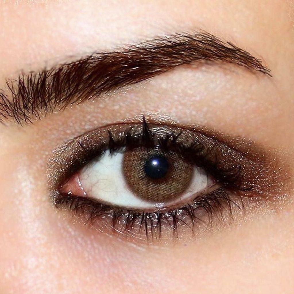 قرمزی چشم هنگام استفاده از لنز