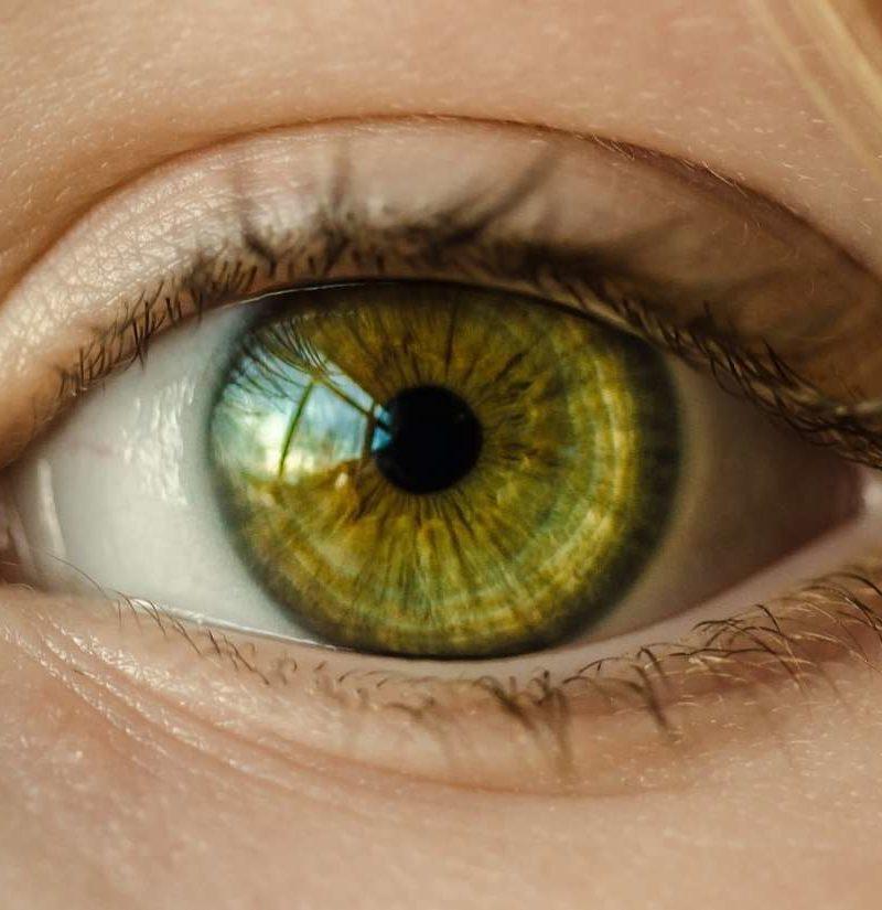 عوارض لنزهای طبی رنگی