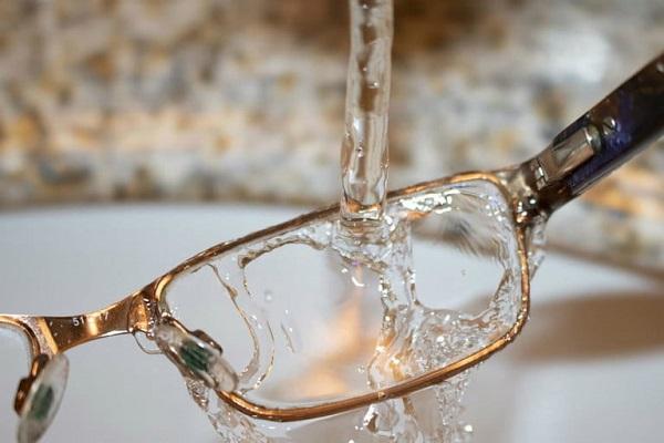 راهکارهای از بین بردن خط و خش عدسی عینک